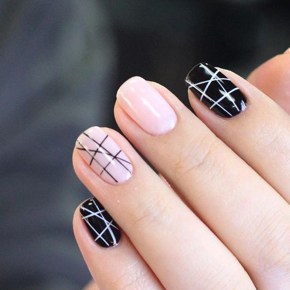 A Grid Design Black & White nails