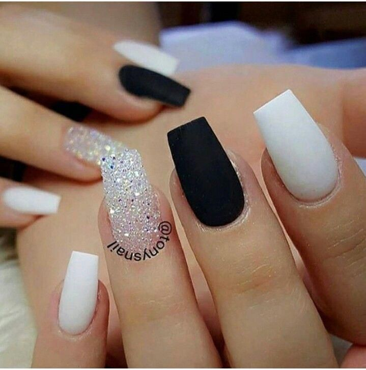 Black and White short nails