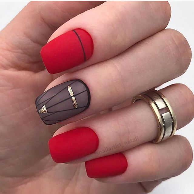 Red Fashionable short nail designs